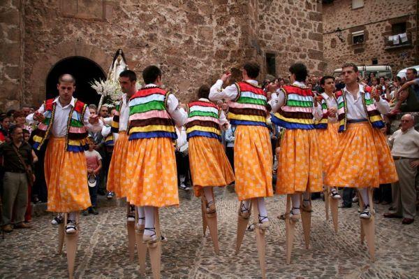 Танцоры на ходулях в Ангиано