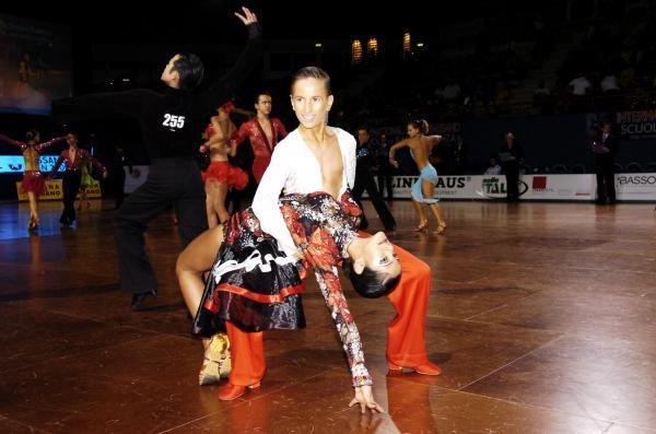Правильная стойка в бальных танцах