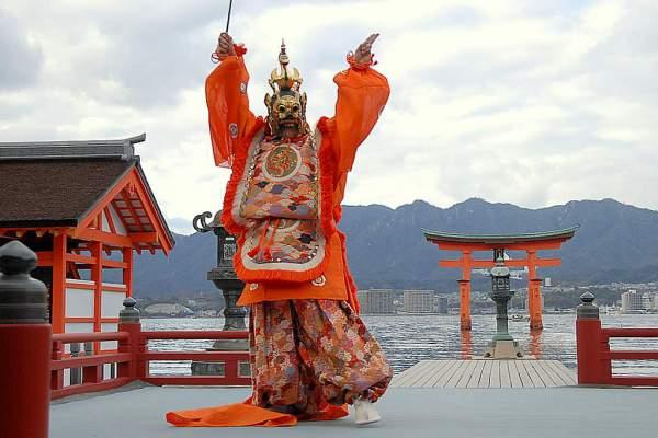 Бугаку - танцевальный театр Японии